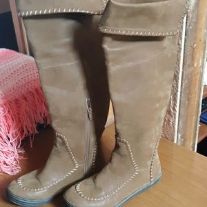 Like new Women's  Blowfish  Malibo Flat boots